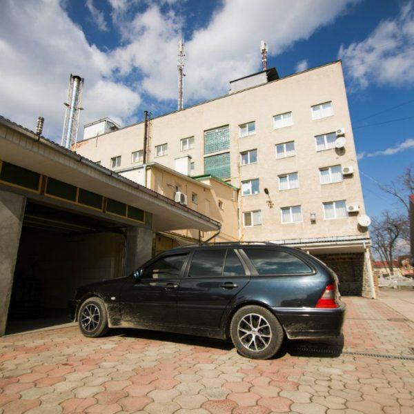 """Готельний комплекс """"Виноградів"""" - Парковка"""